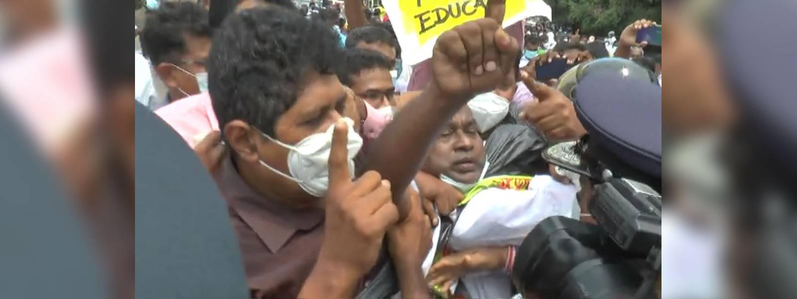 Teachers unions clash opposite education ministry