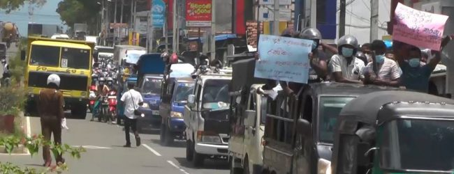 Walsapugala farmers protest obstructing Kataragama – Colombo Rd.