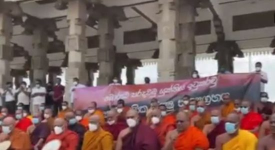 (VIDEO) Satyagraha by monks at Independence Square