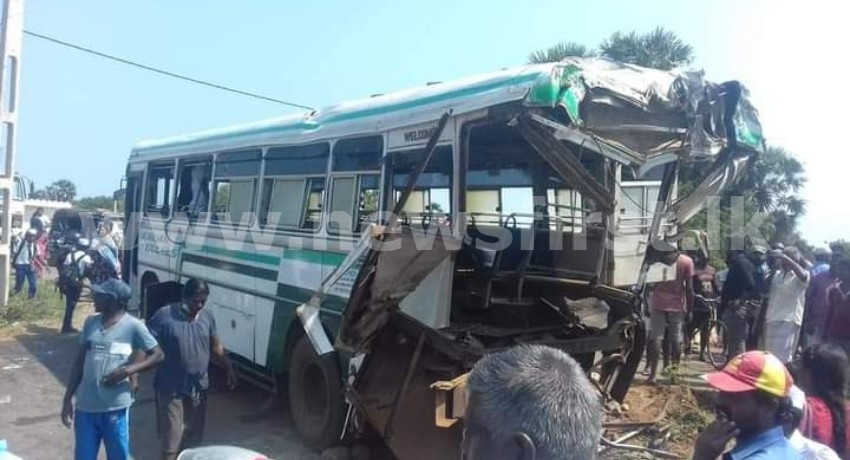 (PICTURES) 10 injured following collision between train and bus