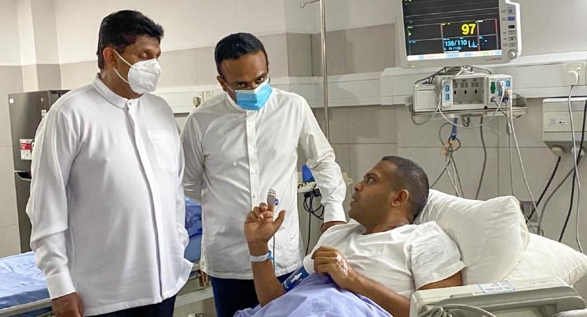 (PICTURES) Opposition Leader visits Harin in Hospital