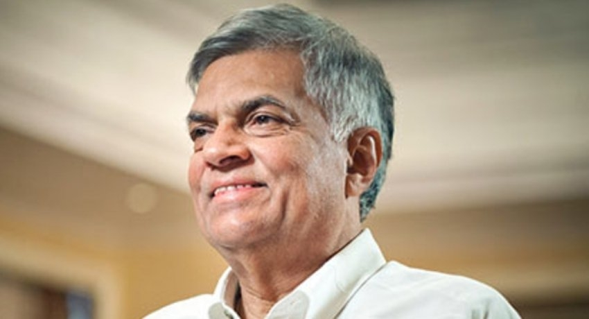 (VIDEO) Ranil visits Harin in Hospital, inquires into well-being