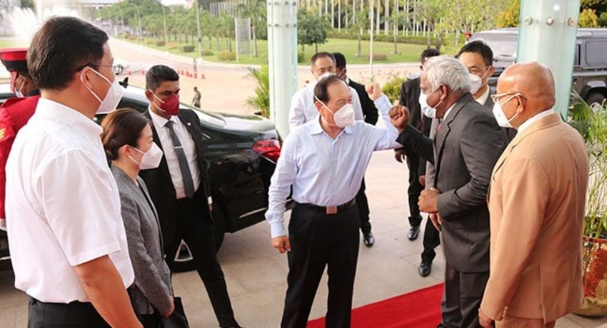 (PICTURES) Chinese Defence Minister visits BMICH