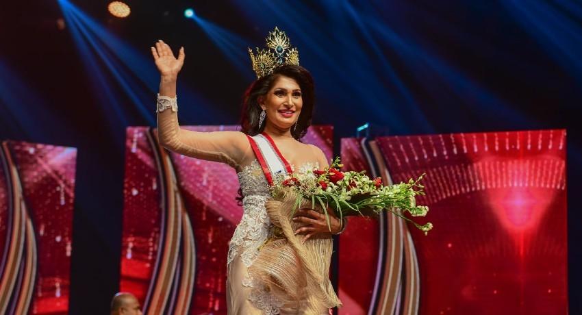 "(VIDEO) ""I dedicate my crown to all single-mothers"" – Mrs. Sri Lanka"