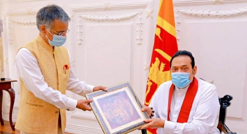 (PICTURES) Indian High Commissioner meets PM Rajapaksa for talks
