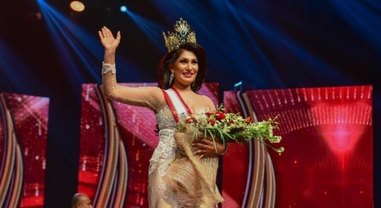 "(VIDEO) ""I dedicate my crown to all single-mothers"" – Mrs. Sri Lanka"