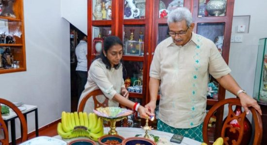 (PICTURES) President celebrates New Year at home; wishes for prosperity to all