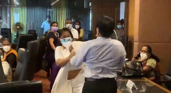 (VIDEO) Maharagama UC meeting turns ugly as two ruling party members brawl
