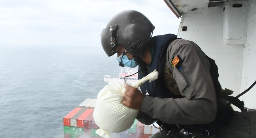 (PICTURES) Sri Lanka Air Force deploys Bell 212 to assist to douse fire aboard 'X-Press Pearl'