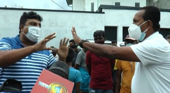 (VIDEO) Angry locals confront Moratuwa Mayor; Police reprimanded by Mayor