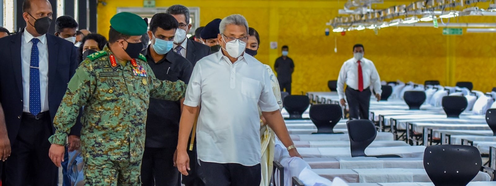 (PICTURES) President visits Army-improvised COVID-19 hospital