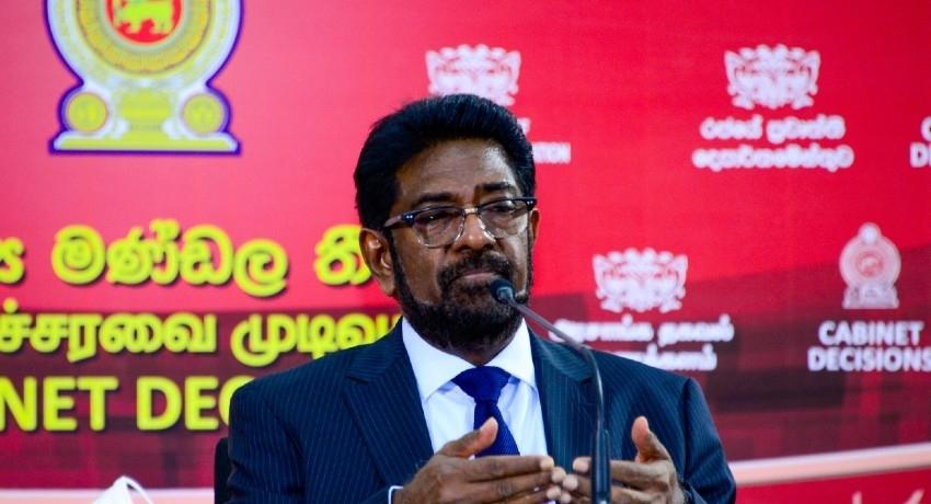 'CID & Military probe says NO issue in wearing camouflage clothing' – Keheliya