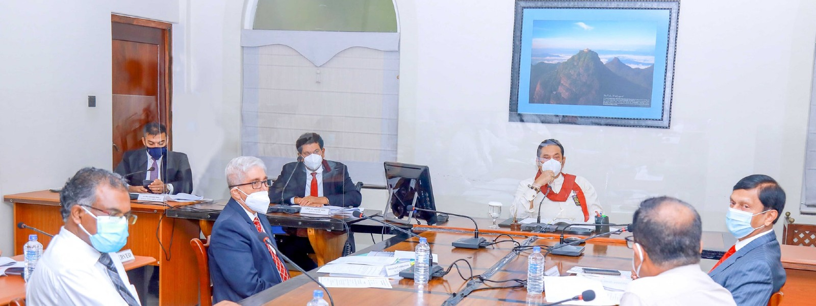 Prime Minister meets CBSL officials; Discusses COVID related financial issues