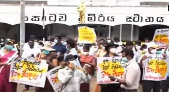 (VIDEO) Teachers and Principals continue to protest in Colombo