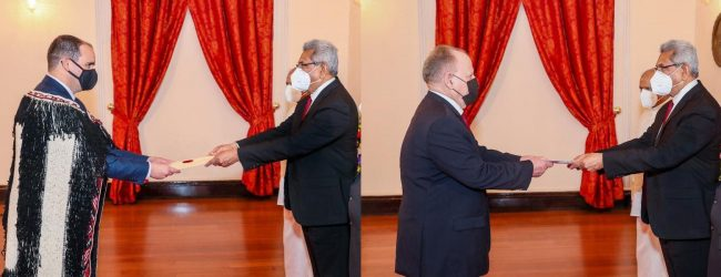 New envoys from New Zealand & Cuba present credentials to President