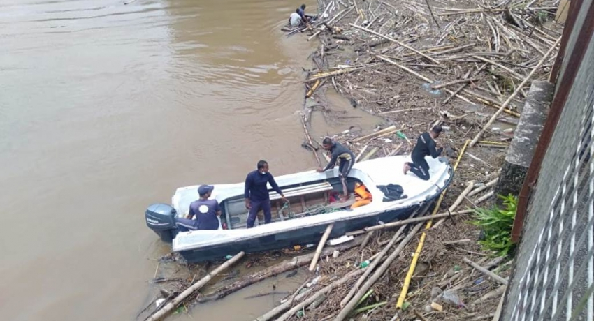 Navy clears blockage under several bridges following inclement weather