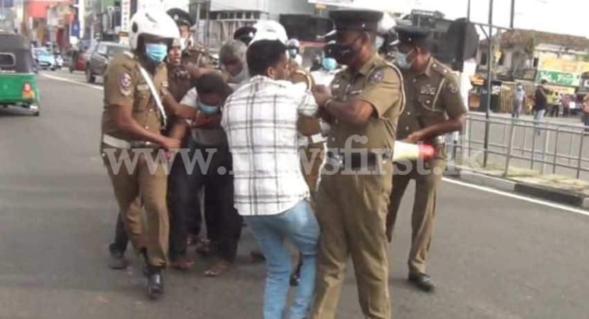 10 arrested in Kalutara for staging protest