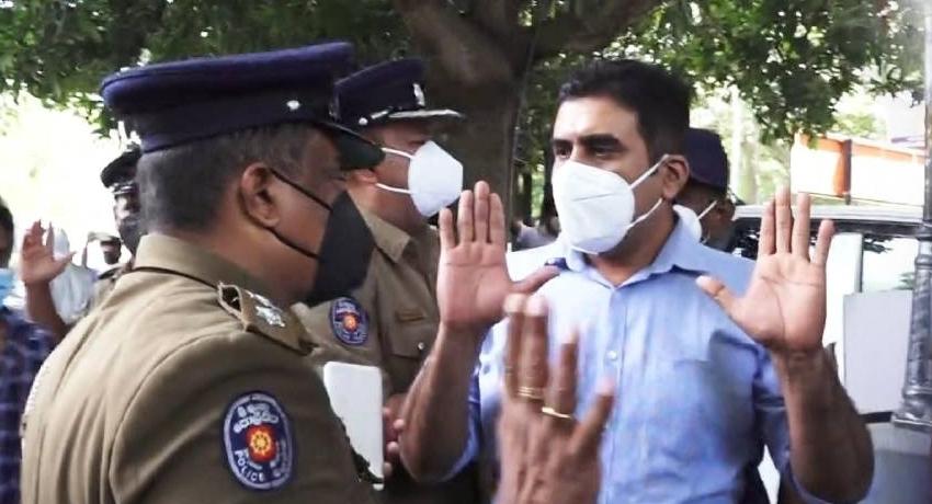 (VIDEO) Duminda Nagamuwa arrested for staging protest