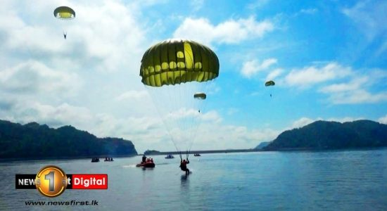 (VIDEO) Special Forces jump from 10,000 ft to complete water landing exercise