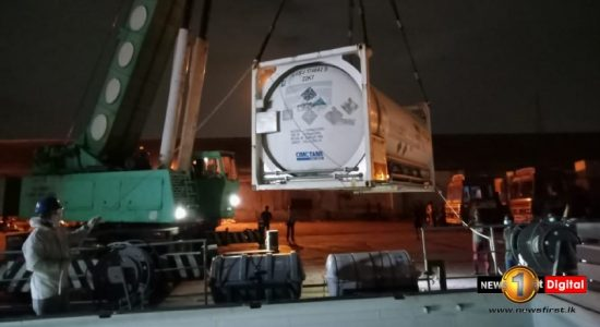 Sri Lankan & Indian Navy ships set sail with medical grade oxygen