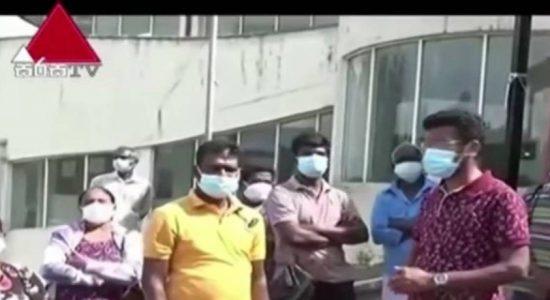 Tense situation at Dikoya Base Hospital vaccination center