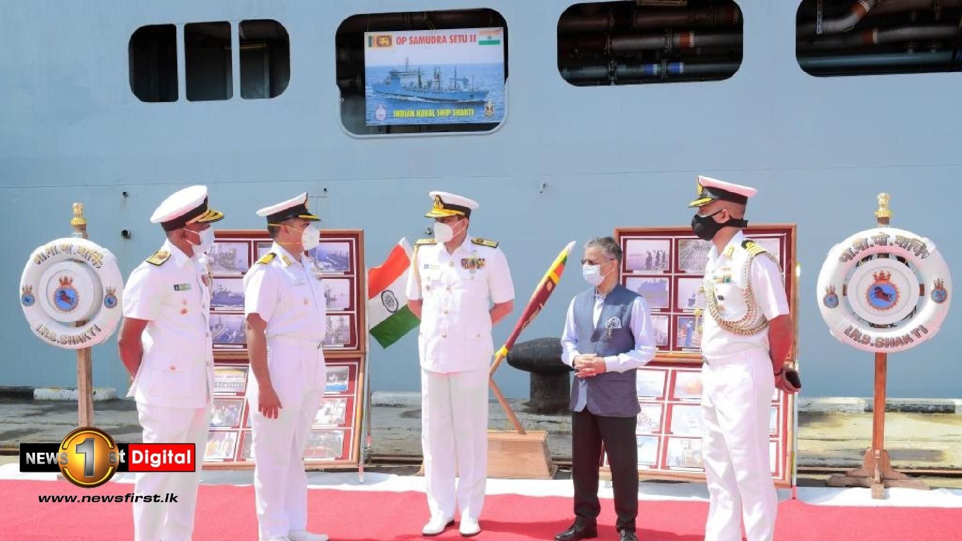 Navy commander commends SLNS Shakthi & INS Shakti for oxygen supply operations