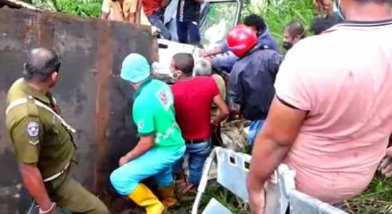(VIDEO) Tipper truck dives into precipice, driver rescued following two-hour op