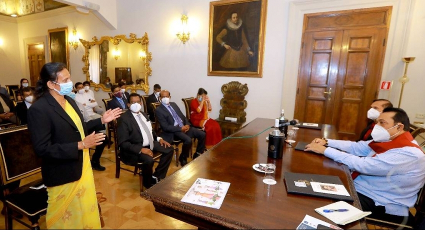 Prime Minister and & Foreign Minister meet with Lankans in Italy