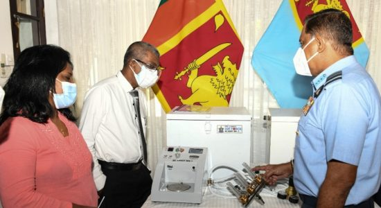 Air Force hands over Heated Humidified Oxygen Therapy Units to Karapitiya