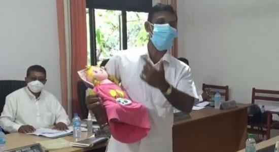 (VIDEO) Imaduwa politician gets creative to highlight milk powder shortage