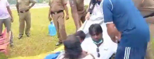 Confrontation between teachers & cops at agitation site