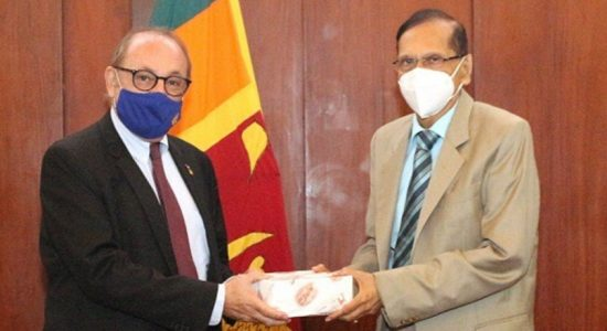 French Ambassador, FM discuss expansion of bilateral trade