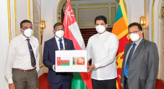 Lankans in Oman donate medical equipment
