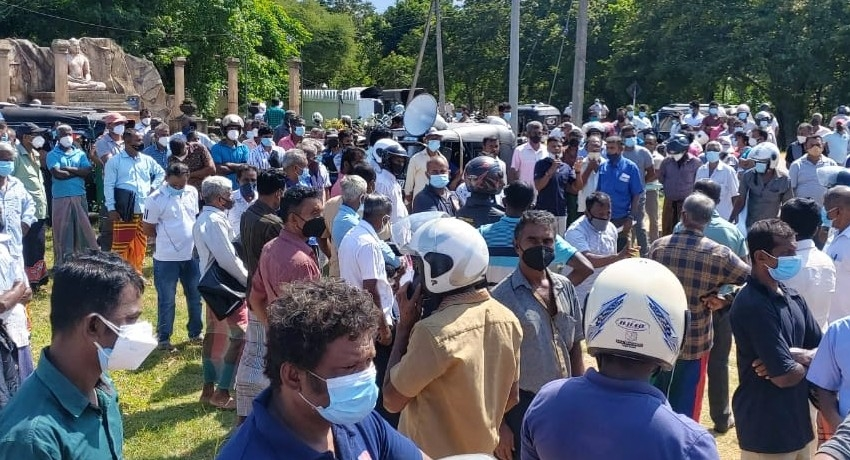Protests grow as Sri Lanka's farmers oppose chemical fertilizer ban