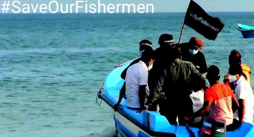 #SeaOfSriLank : ශ්රී ලංකා මුහුද රැක ගන්න සිය ගණනක් ධීවරයින් මහ මුහුදේ විරෝධතාවක