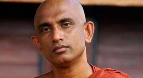 வைத்தியர் சாஃபிக்கு எதிரான விசாரணை உரிய முறையில் இடம்பெறவில்லை: அத்துரலிய ரத்ன தேரர் முறைப்பாடு