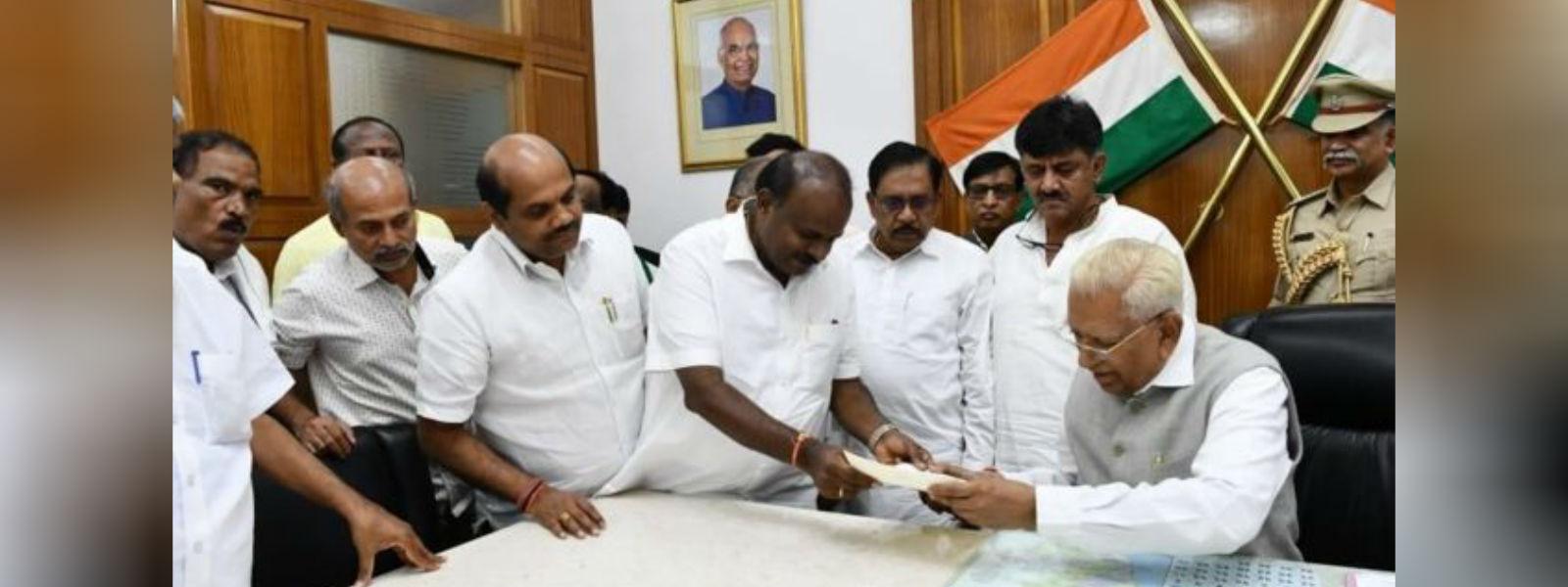 கர்நாடக முதல்வர் குமாரசாமி இராஜினாமா