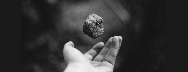 அருவக்காட்டிற்கு குப்பை ஏற்றிச்சென்ற லொறி மீது மீண்டும் கல்வீச்சுத் தாக்குதல்