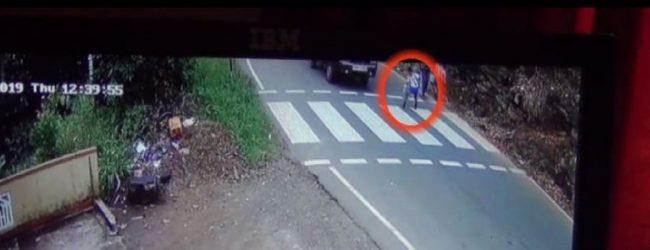 பாதசாரிகள் கடவையில் மாணவன் மீது மோதிய லொறி (CCTV)