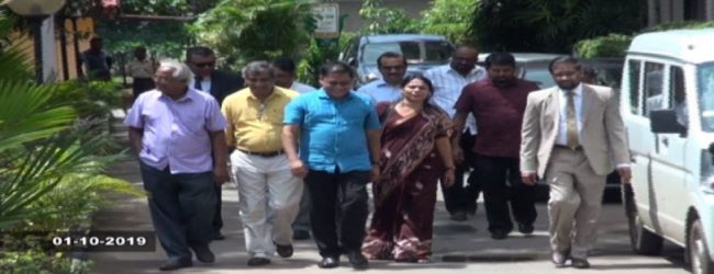 அனுரகுமார உள்ளிட்ட 14 வேட்பாளர்கள் கட்டுப்பணம் செலுத்தியுள்ளனர்