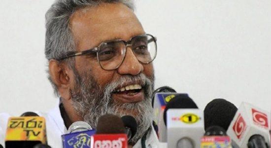 அரசியல்வாதிகளுக்கு சார்பாக செயற்படும் அரச அதிகாரிகளுக்கு எதிராக கடும் நடவடிக்கை எடுக்கப்படும்: மஹிந்த தேசப்பிரிய