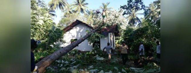 குருநாகல் மாவட்டத்தில் 145 இற்கும் அதிக வீடுகள் சேதம்