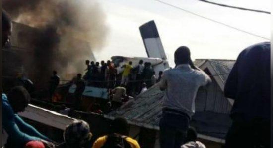 கொங்கோவில் குடியிருப்பின் மீது வீழ்ந்த விமானம் ; 24 பேர் பலி