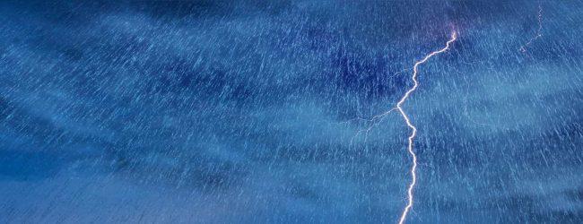 பிற்பகல் வேளையில் இடியுடன் கூடிய மழை