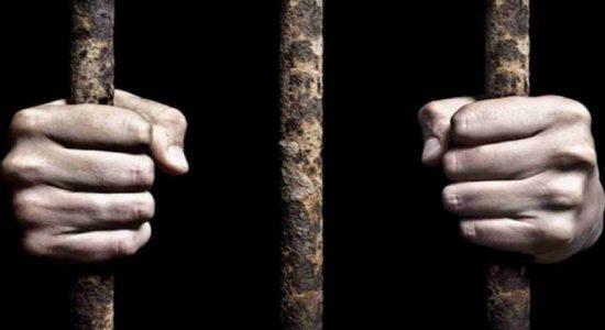 கொரோனா தொடர்பில் விழிப்புணர்வு வழங்க முற்பட்டவர்களைத் தாக்கிய இருவருக்கு விளக்கமறியல்