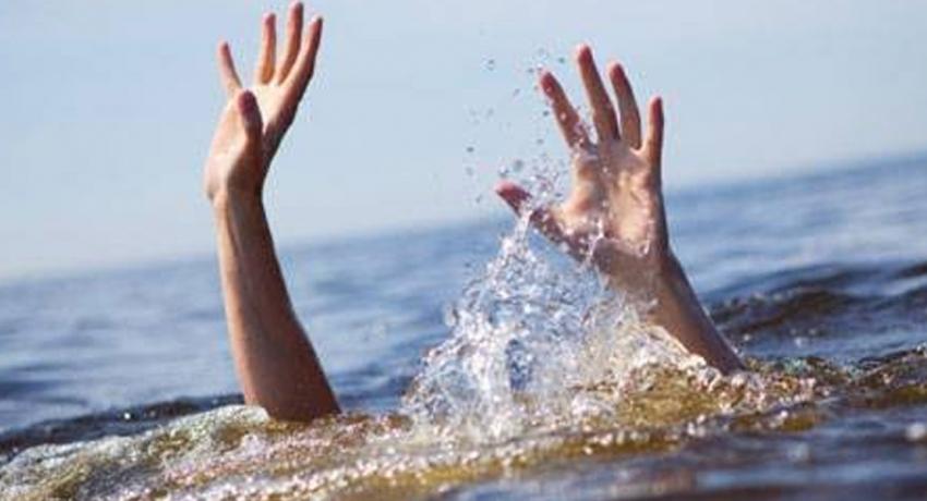 பதுளையில் ஆற்றில் குளிக்கச்சென்ற இளைஞர் நீரில் மூழ்கி உயிரிழப்பு