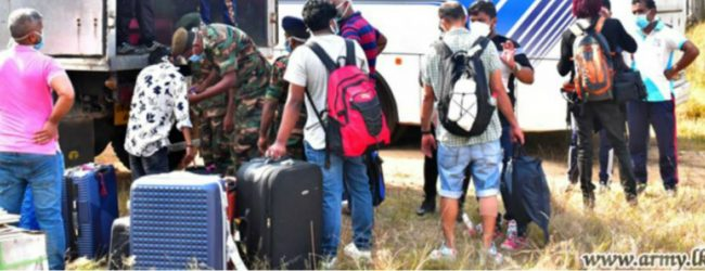 மேலும் 425 பேர் கண்காணிப்பு முகாம்களிலிருந்து வௌியேறினர்