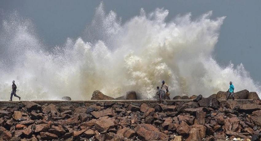 ஆம்பன் சூறாவளியால் மேற்கு வங்கத்தில் 4 இலட்சம் பேர் இடம்பெயர்வு