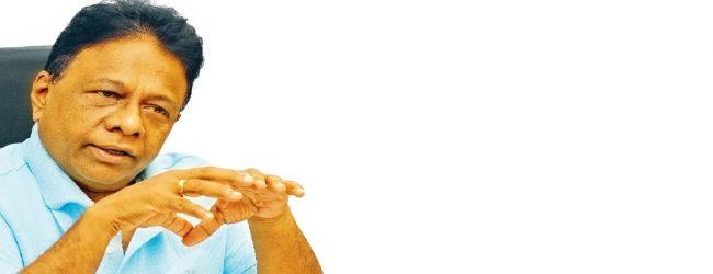 ஜூன் முதலாம் திகதி பாடசாலைகளை திறப்பதாக தீர்மானம்எடுக்கப்படவில்லை –டலஸ் அழகப்பெரும