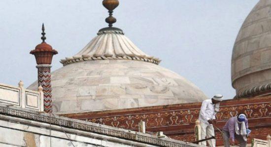 அசாதாரண வானிலை – தாஜ்மஹாலுக்கு சிறு சேதம்